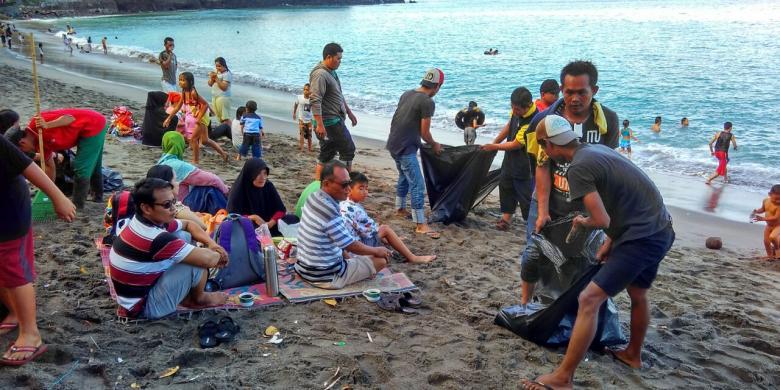Membangun Desa Lewat Gotong Royong